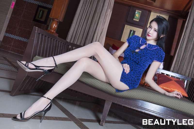 腿模Avril - 旗袍+丝袜美腿性感写真