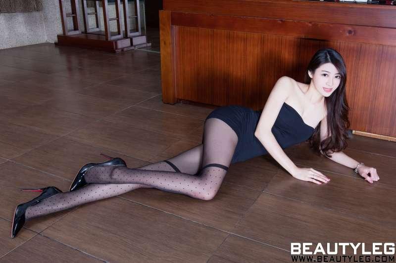 腿模Flora - 丝袜美腿性感诱惑写真