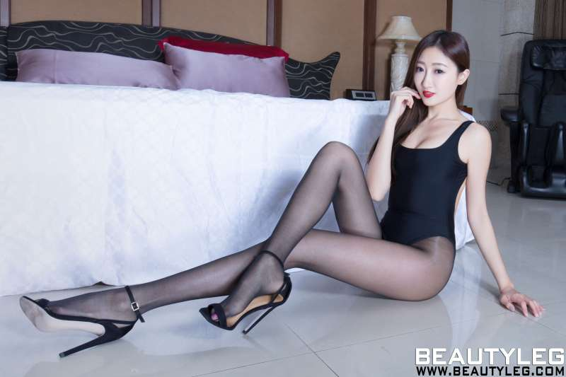 腿模Minnie 高叉美腿制服性感写真