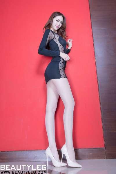腿模Kaylar 包臀裙+亮丝高叉美腿写真图集