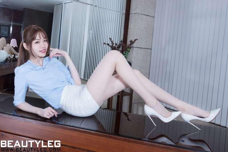 腿模Joanna - 3套超短裙丝袜美腿写真图集