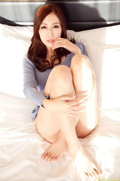 京香JULIA 《クビれた腰と101cmJcupの特大おっぱい!!》性感女优套图