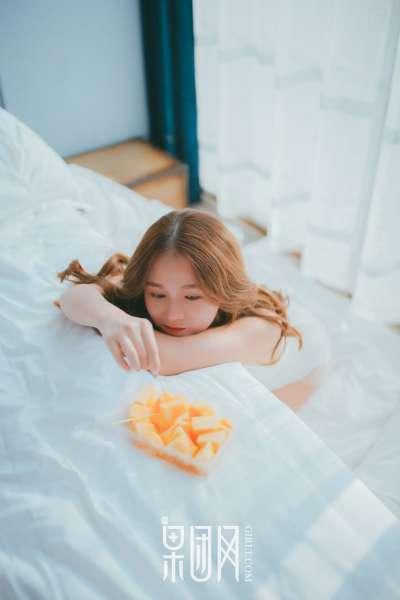 童颜少女的甜语花言 娇嫩写真套图