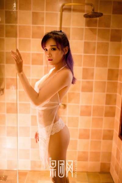 紫发豪乳妹~蜜桃臀高翘解锁新姿势!