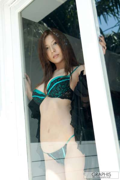 椎名ゆな椎名由奈 - 巨乳野性美女写真