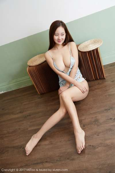 韵莉娜- 36D丰胸细腰,蜜桃翘臀激情写真