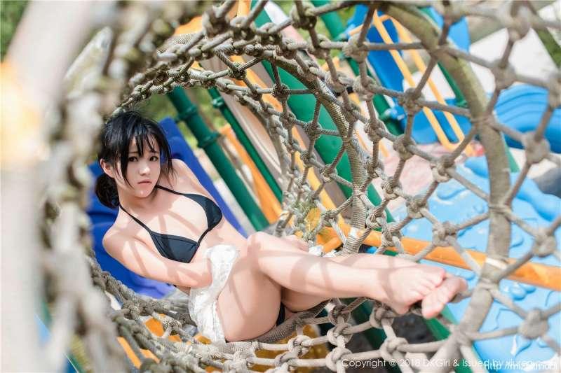 比基尼嫩模妮小妖激情海边写真