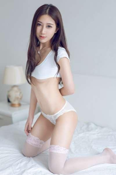 床上性感尤物模特白丝酮体写真