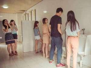 东莞大学生厕所个性毕业照