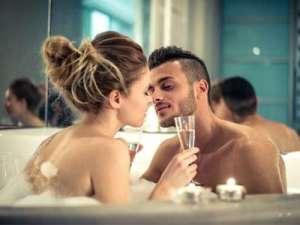 激情男女浴缸里上演湿身大戏注意事项