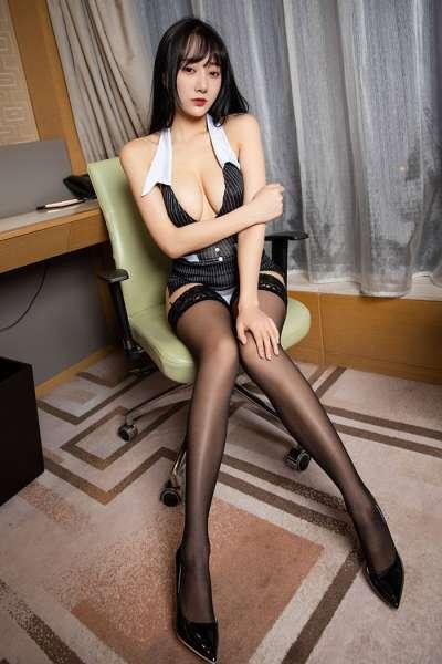 妩媚人妻何嘉颖蕾丝美腿侧乳撩人