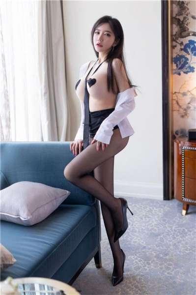 白衬衫黑丝袜超人类身材小公主