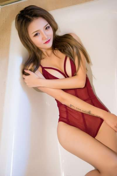 长腿嫩模Miko酱娇躯玲珑性感酒店写真