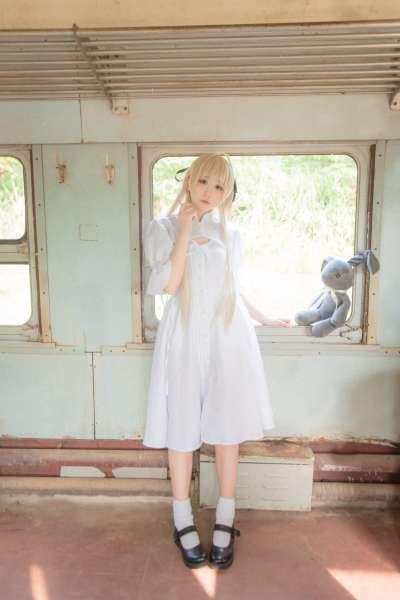 可爱妹子火车上~春日野穹高清照片