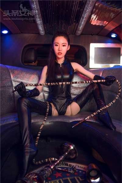 头条女神火辣美女樊安妮紧身皮衣写真