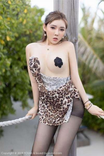 豹纹包裹的骚丝袜乳贴尤物