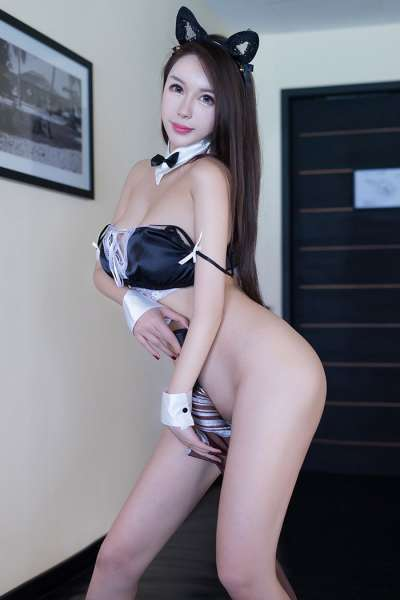 爆乳女郎尤妮丝猫儿女仆制服白净肉体侍奉
