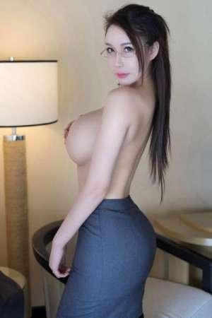 爆乳女教师尤妮丝黑丝OL制服装妩媚动人