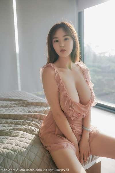 易阳Silvia私房粉色薄纱真空露傲人巨乳惹火诱惑