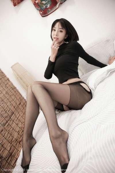 黑丝美腿白皙美胸