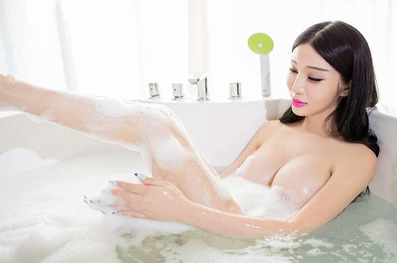 大奶美胸美女浴室全裸高清人体艺术美体图片
