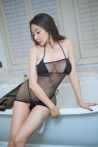 骚人风情乳娘热辣比基尼浴室极致调情