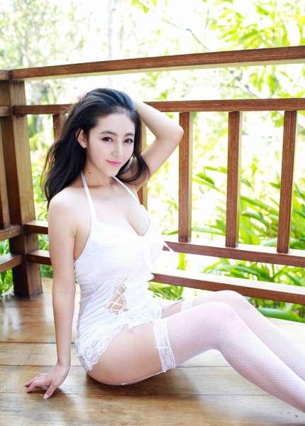 大奶夏茉白色网袜情趣内衣私房诱惑写真