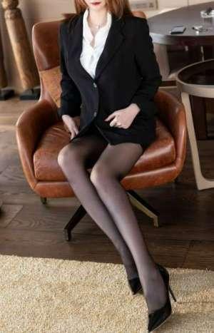 大胸大长腿于一身的性感超诱人美女