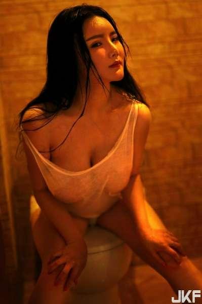 巨乳少女梓熙大尺度浴室湿身诱惑