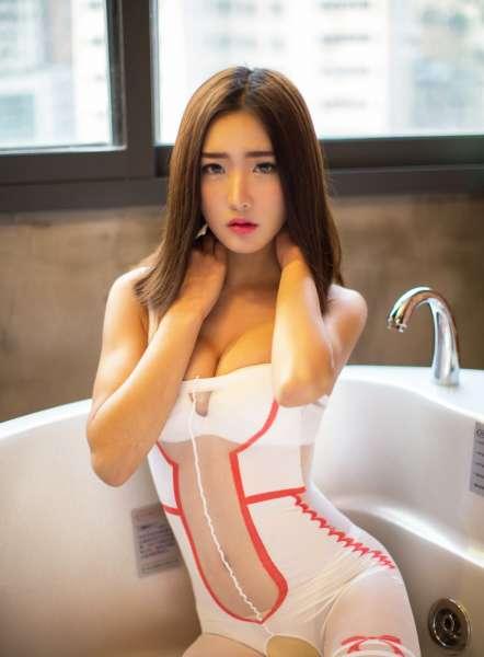 少妇周琰琳蕾丝爆乳护士装诱惑销魂图片