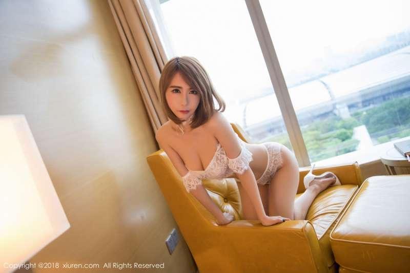 丰乳翘臀美女楚恬Olivia蕾丝内衣爆奶图片
