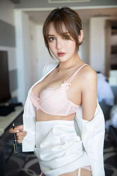 风骚白领尹菲情趣蕾丝纯白吊带丝袜