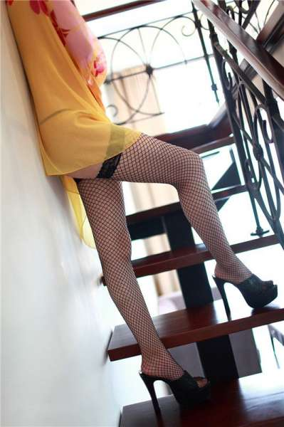 楼梯少女的妩媚
