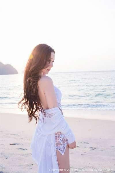 沙滩长发美丽性感淼淼萌萌哒