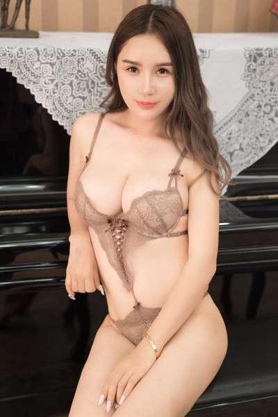 御姐陈秋雨性感内衣秀酥胸美臀