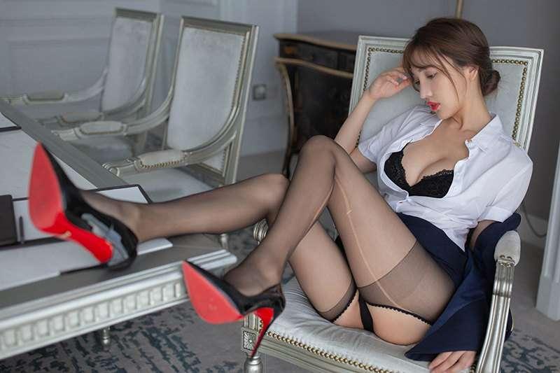 诱惑秘书陆萱萱长腿高跟羞涩裸露