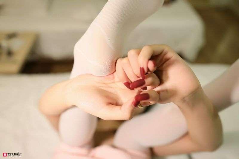 ROSI写真丝袜美足