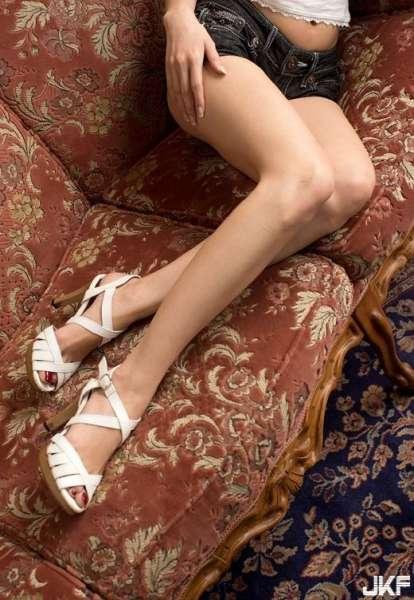 サンダルのエロ画像ほぼ素足の诱惑