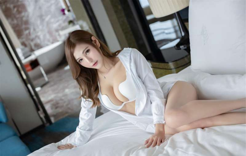 尤物美女Lavinia性感内衣白衬衣写真