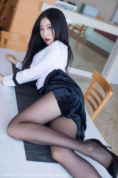 写真许诺Sabrina极致美到窒息的美腿诱惑