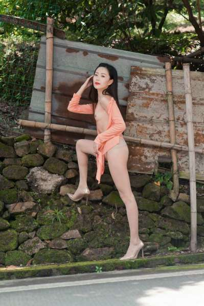 亚洲可爱妹子野外展示极品肉体
