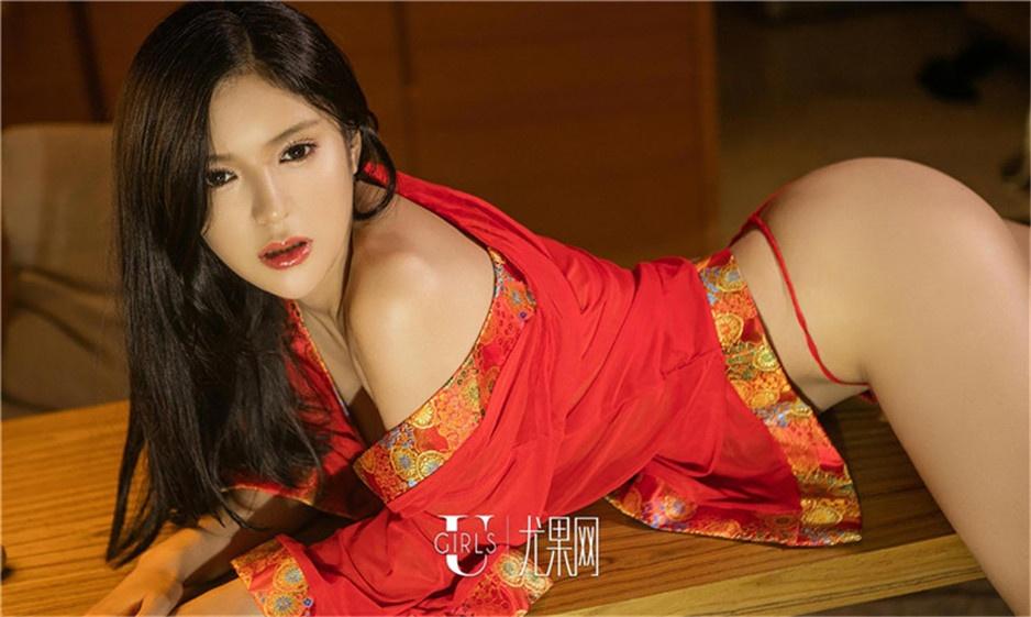模特龚诗琪性感旗袍装人体艺术写真