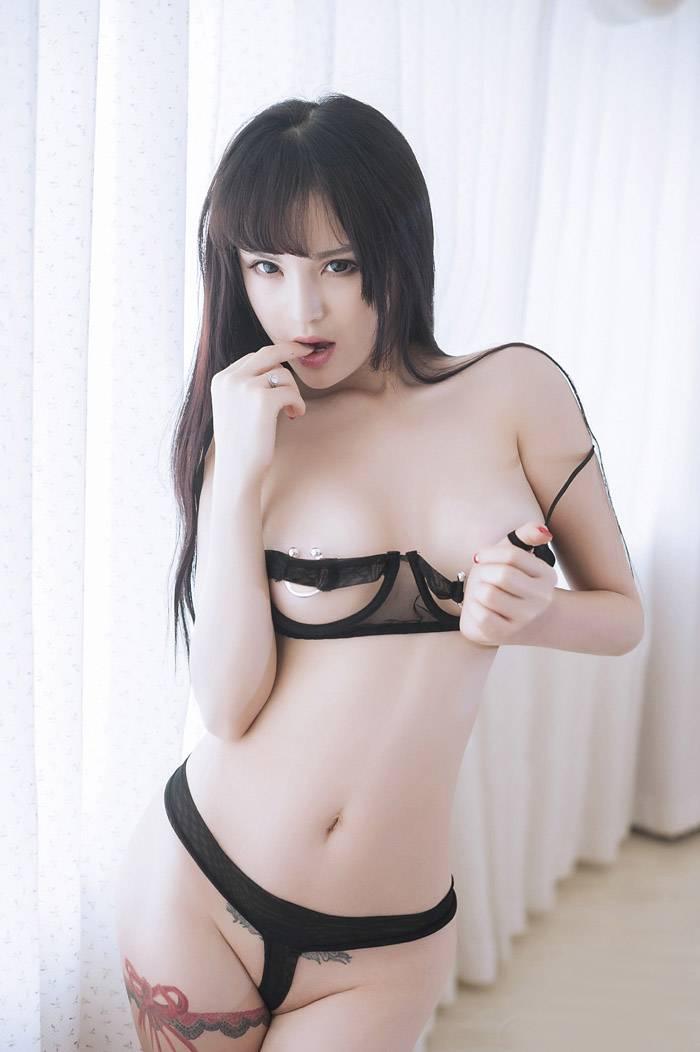 美女模特颜瑜性感丁字裤销魂玉照写真
