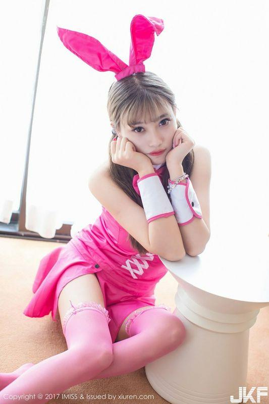 爱蜜社甜美女仆杨晨晨化身粉红兔女郎