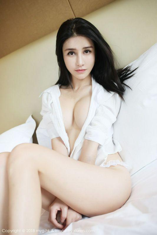 性感女神李七喜衬衫蕾丝撩人姿势
