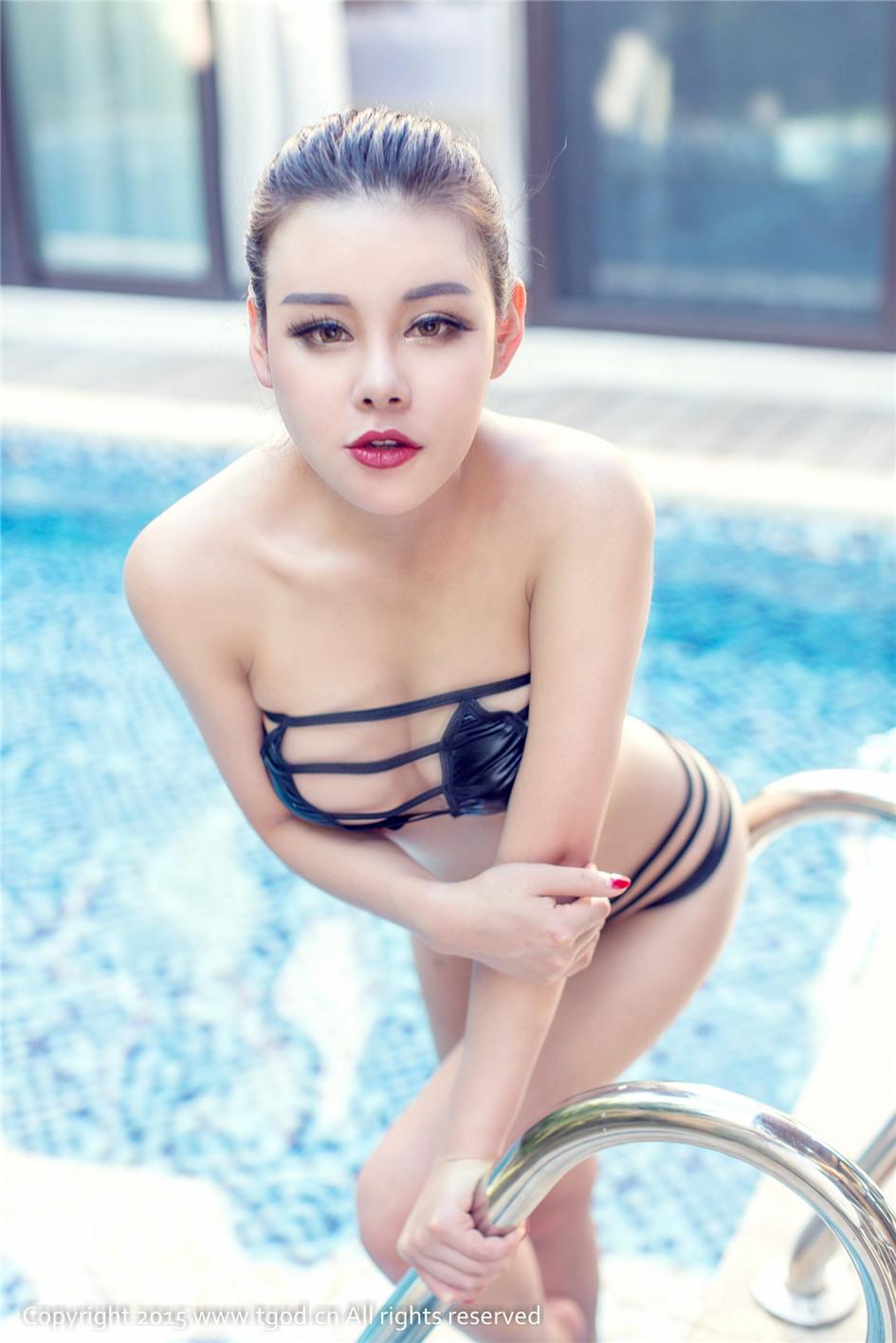 泳衣女神叶佳颐的双乳诱惑力