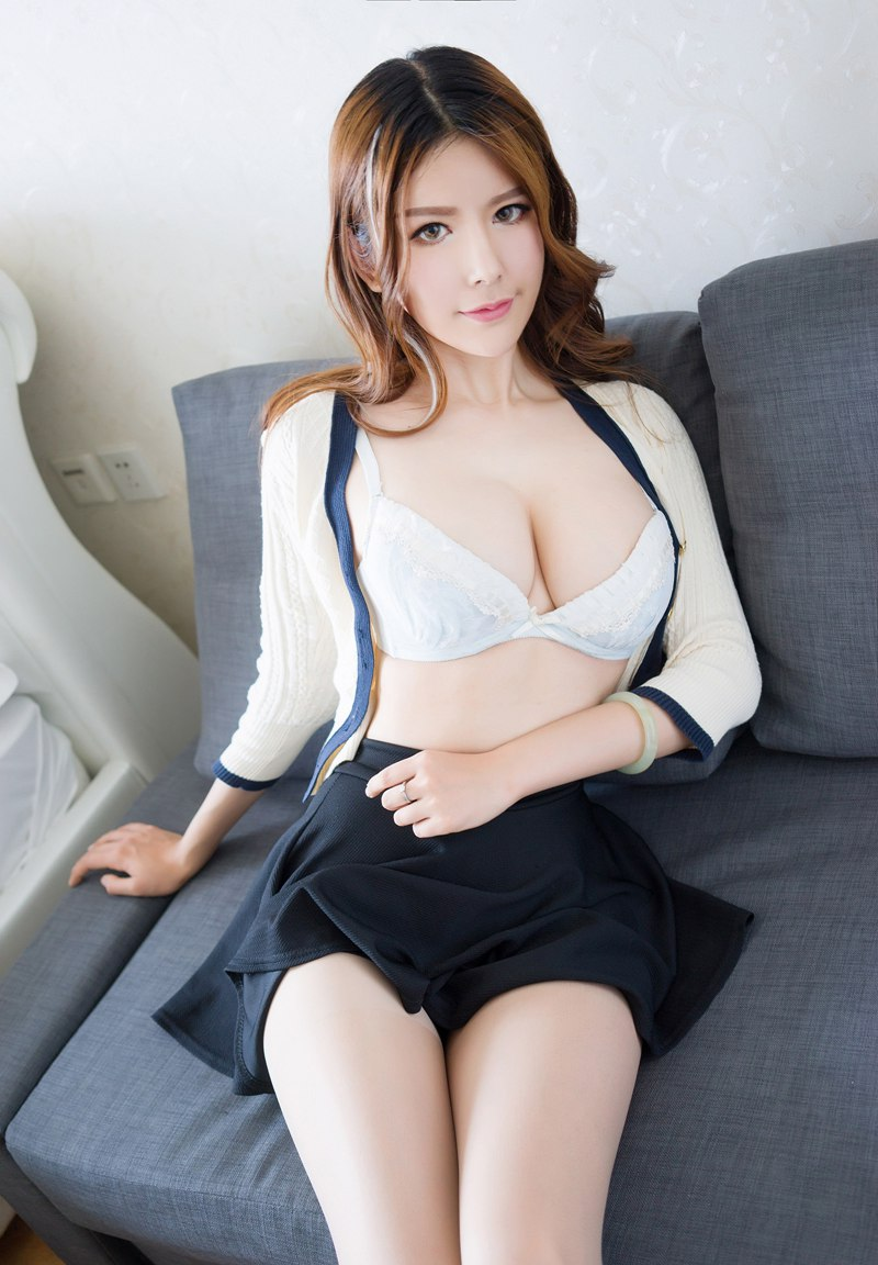 淫荡熟女赵梦洁赤身露体秀豪乳漏点