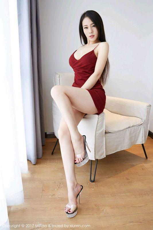 气质御姐雨薇妖娆红裙洁白美腿