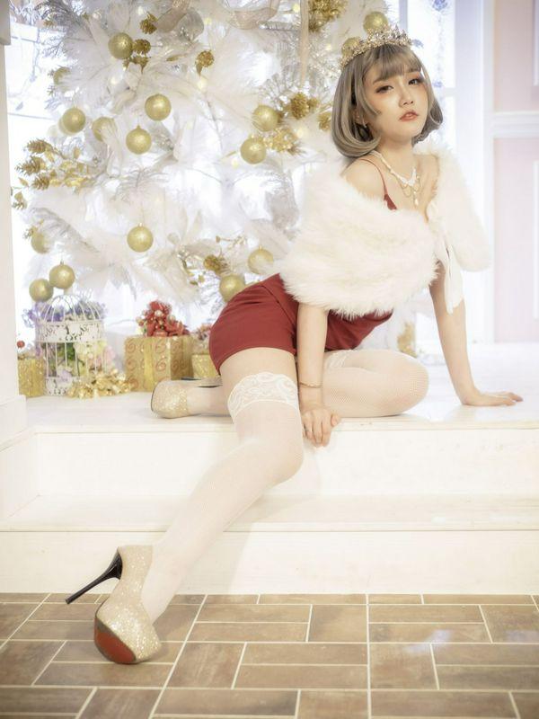 台湾腿模丝袜美腿高跟鞋棚拍乔乔儿红短裙丝袜高跟美腿