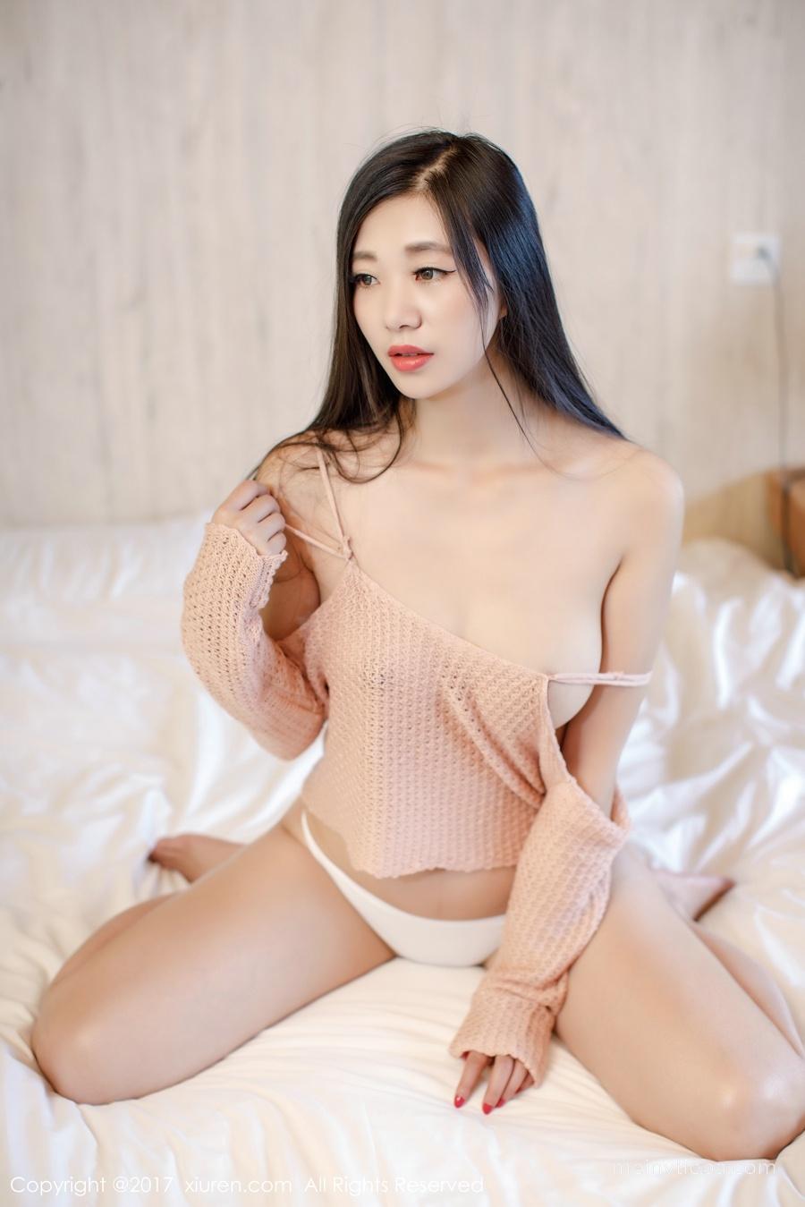 性感毛衣下好身材藏不住